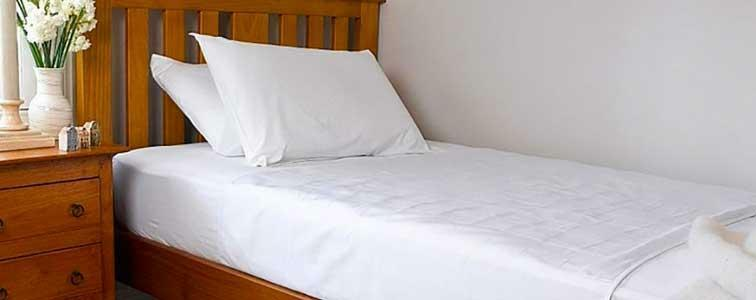 Washable versus disposable waterproof bed sheets: which option is best?